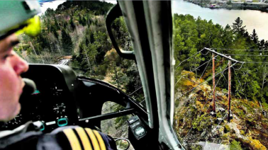 Collisions with overhead power lines alone account for 10 per cent of aviation accidents in Norway. Photo: Øyvind Nordahl Næss.