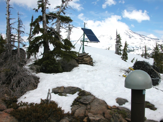 A GPS station in the mountains of Oregon. Image Credit: Wikimedia Commons