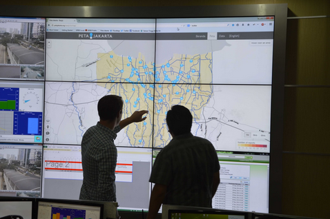 Flood-related Tweets provide real-time disaster response tool in BPBD Jakarta's incident control room. Courtesy of Tomas Holderness.
