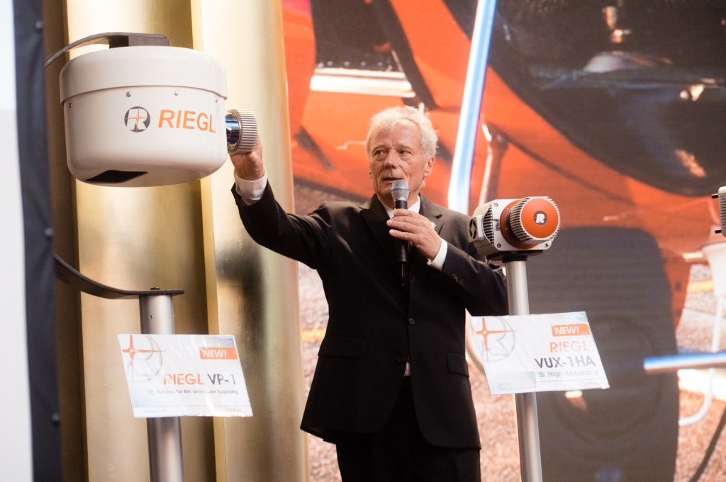 Dr. Johannes Riegl proudly presented the new products (here the RIEGL VP-1 Helipod) launched at RIEGL LIDAR 2015