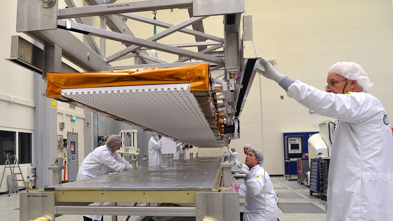 Sentinel-1B antenna readied for transport to meet its spacecraft. Photo: Airbus DS /A. Ruttloff