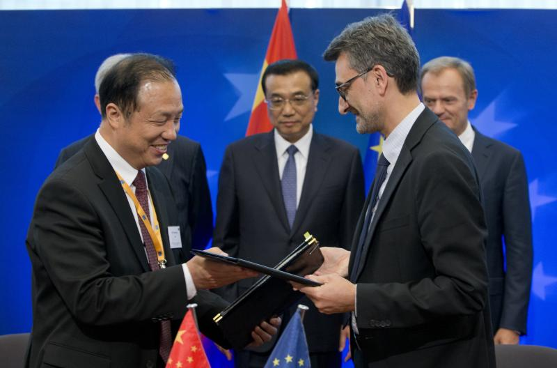 The Chinese Academy of Sciences' Institute of Remote Sensing and Digital Earth (CAS-RADI) and JRC signed a new collaborative research arrangement in Brussels. © EU, 2015