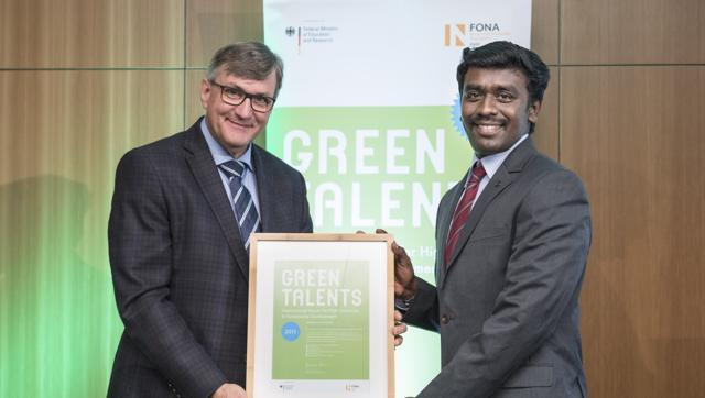 Wilfried Kraus, head of the BMBF directorate giving the award to Arun Prasad Kumar. (HT photo)