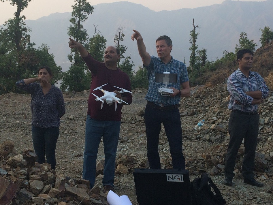Dr. Bhoop Singh (DST) and Helge Smebye (NGI) discussing where to send the drone.