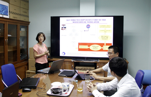 Dr Nguyen Thi Nhat Thanh talks about APOM (air pollution management) system. Credit: VietNamNet Bridge